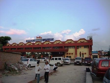 2011 インド旅行 356ムガル・サライ・ジャンクション駅 リサイズ.jpg