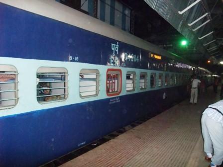 2011 インド旅行 362 長距離列車 リサイズ.jpg
