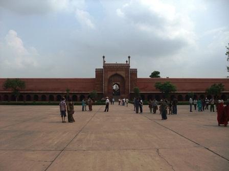 2011 インド旅行 384 タージ・マハル西門 リサイズ.jpg