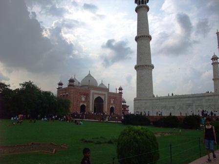 2011 インド旅行 408 タージ・マハルモスク(マスジド)リサイズ.jpg