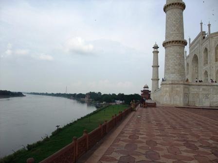 2011 インド旅行 424 ヤムナー川 リサイズ.jpg